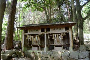 山の神、唐戸岩(夏明組) (松阪市飯南町深野)