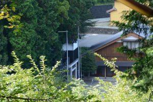 仲峯山福信院の階段から望む粥見神社(松阪市飯南町粥見)