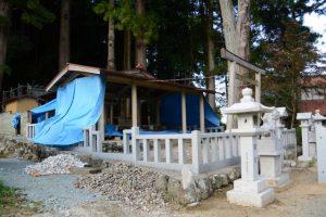修繕中の拝殿、本殿(五箇谷神社)