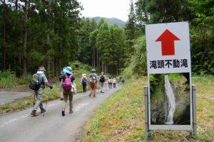 「滝頭不動滝」の案内板(大台町林道総門線起点付近)