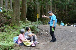 昼食休憩、滝頭不動滝ハイキング(滝頭不動滝付近)