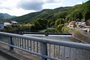 梅橋から望む一之瀬川の上流側