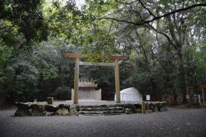 仮殿となっている饗土橋姫神社(高大神宮 所管社)