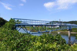 堀割橋から五十鈴川右岸を上流方向へ