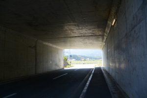 堀割橋(五十鈴川)の先でくぐり抜けた伊勢二見鳥羽ラインのトンネル