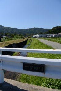 流田橋から一宇田川の左岸に沿って上流方向へ