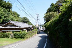 伊勢志摩スカイラインの高架から賀多神社へ