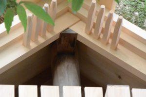 大修繕であることを物語る古材のままの棟持柱、大水神社(皇大神宮 摂社)