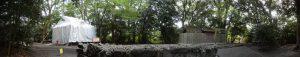 大修繕が続けられる草奈伎神社と仮殿となっている大間国生神社(豊受大神宮 摂社)