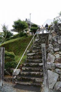 正法寺観音堂への石階(度会町注連指)