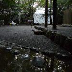 雨上がり、大間国生神社前から望む大修繕中の草奈伎神社(豊受大神宮 摂社)