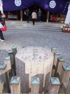 古殿地跡の方位石(猿田彦神社)
