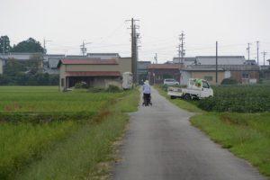 神服織機殿神社(皇大神宮 所管社)から続く田んぼ道