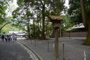 忌火屋殿前庭付近の参道(内宮)