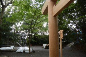 仮殿となっている草奈伎神社から望む大間国生神社(ともに豊受大神宮 摂社)