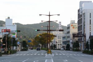 祭りのあと(伊勢市駅から外宮への県道37号)