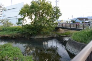 厚生第二橋から望む桧尻川と厚生第一橋