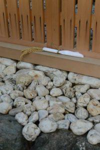 打懸神社(豊受大神宮 末社)の玉垣御門に奉納されていた初穂の稲束