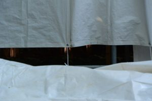 大修繕のために覆屋が掛けられた大間国生神社(豊受大神宮 摂社)