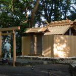清掃中の草奈伎神社(豊受大神宮 摂社)