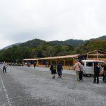 菊花の奉納展示の準備(内宮神苑)