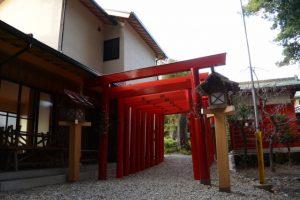 多数の鳥居が建てられていた上社稲荷大明神、上社(伊勢市辻久留)