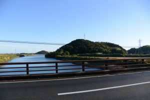 五十鈴川に架かる堀割橋から望む鏡宮神社(皇大神宮 末社)方向