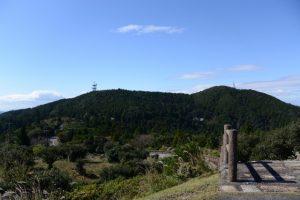 朝熊山頂展望台駐車場付近から望む金剛證寺方向