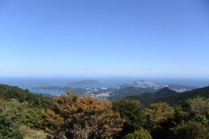 朝熊山頂展望台から望む神島方向