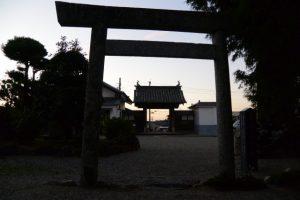 金毘羅堂前から望む山門方向(寂照寺)