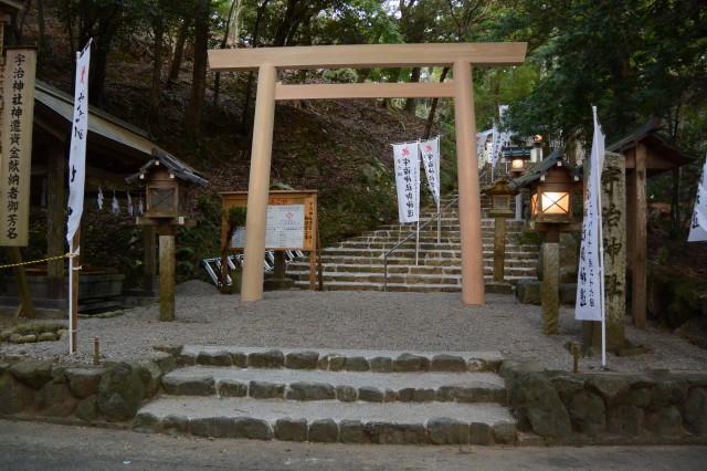 手水舎の前に鳥居が建てられた宇治神社(伊勢市宇治今在家町)