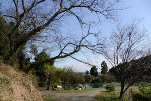 池の辺から阿射加神社の参道入口へ(松阪市大阿坂町)