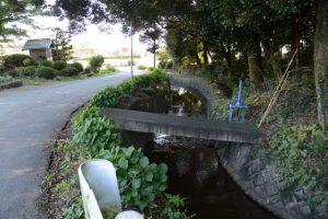 阿射加神社の参道入口付近に建つ祠(松阪市大阿坂町)