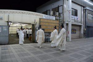 御神遷を前に、川原大祓の会場(高柳テントハウス)