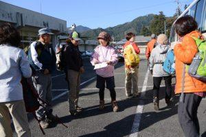 山歩きコースの出発(松阪市飯高B&G海洋センター)