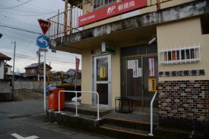 近くに移転された伊勢船江郵便局と更地になった跡地