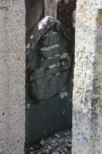 村井家の墓所にて五輪塔が刻された墓石(⑨船江の墓地)