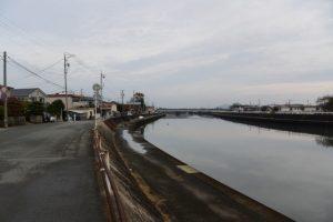 勢田川左岸を牟山中臣神社へ(伊勢市田尻町)