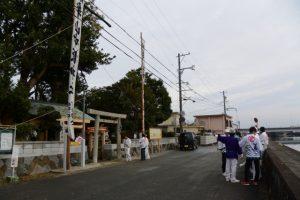 法被姿の住民が集う牟山中臣神社(伊勢市田尻町)