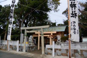 白石奉献の準備、牟山中臣神社(伊勢市田尻町)
