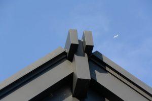 せんぐう館の屋根と飛行機