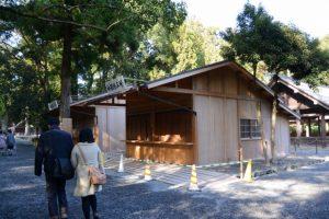 仮設の神酒授与所等が設置された大庭付近(外宮)