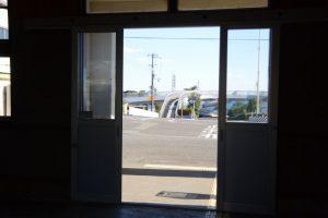 JR紀勢本線 阿田和駅から望む七里御浜へと続く歩道橋