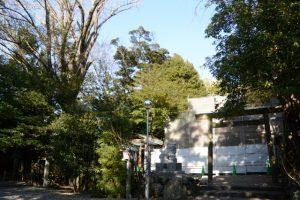 工事用シートで囲われた拝殿と本殿、須原大社(伊勢市一之木)