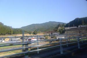 国道220号から望むJR日南線(宮崎県串間市奈留)