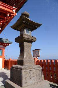 鵜戸山石灯籠のうち紙開発灯籠一対(鵜戸神宮)