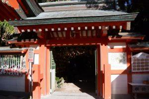 御成道で投瓮所 産霊紙縒所へ(青島神社)