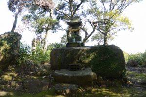 牟礼神社の小祠(権現山々頂)