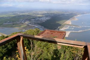 権現山々頂の展望台からの眺望