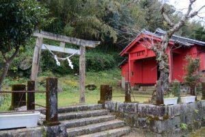 戸柱神社、国道448号沿い